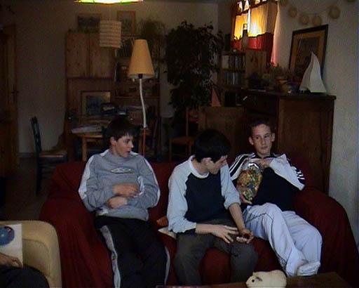 Les boulets regardent la télévision